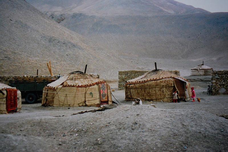 1280px-Yurt_of_Kyrgyz,Kizilsu_Kirghiz_Autonomous_Pref