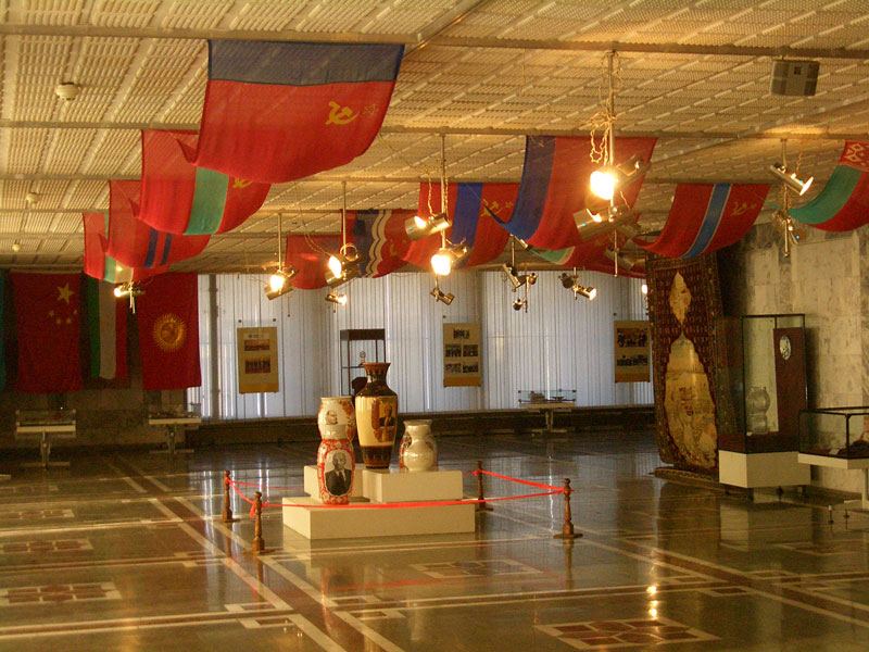 E7901-Bishkek-museum-Lenin-carpet