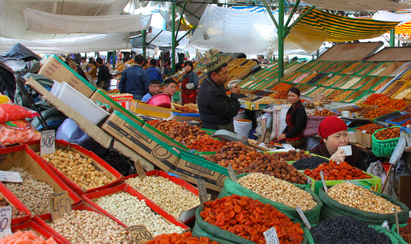 Osh_Bazaar_in_Bishkek,_Kyrgyzstan-_dried_fruits_and_nuts