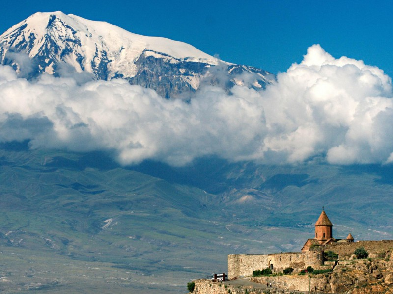 Armenia-Natural-Scenery--600x800