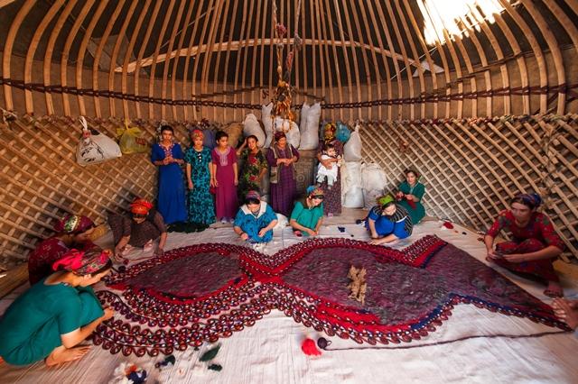Owadan-nomad-settlement-visit